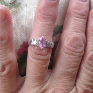 Jewelry - Light pink sapphire and diamond ring